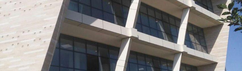 استفاده از ورق های کامپوزیت گلس باند جهت فلاشینگ های پنجره ها و جداره های پروژه های بزرگ